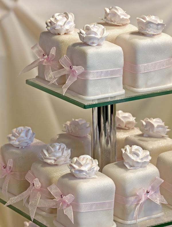 Bánh cưới cupcake 27