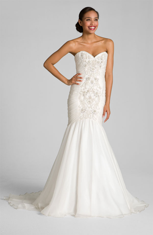Strapless sweetheart wedding dress bitsy bride for Sweetheart halter wedding dress