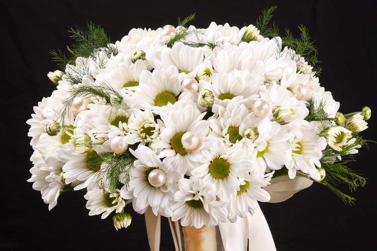 White-Daisy-Wedding-Bouquet