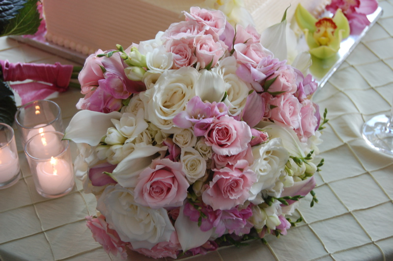 bridal-bouquet-pink-roses-calla-lilies-freesia